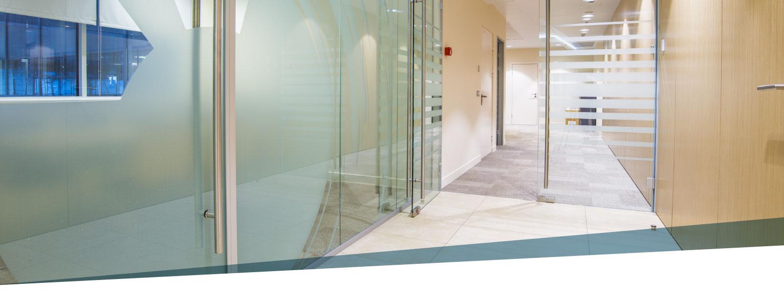 Porte scorrevoli in vetro design e praticita tutto su - Porte in vetro design ...