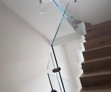 Parapetto in vetro per scala interna – Spilamberto