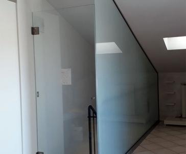 Parete in Vetro con Porta in Vetro a Battente – Manzolino, Modena